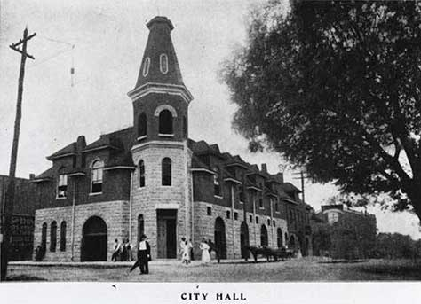 The Huntsville City Hall stood at the corner of Clinton Avenue and Washington Street from 1892-1913. Now, the City Center Garage is on this corner.